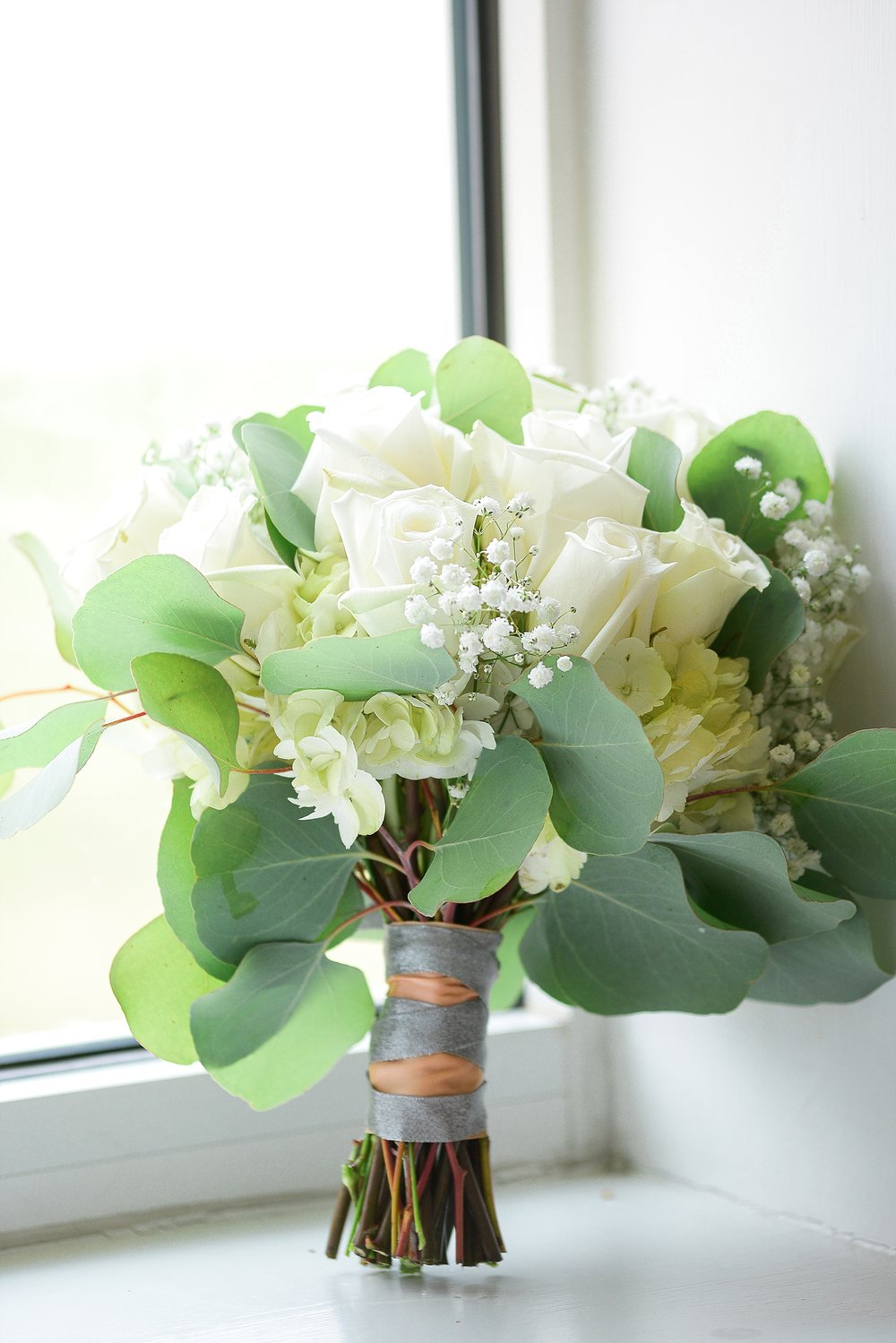 bouquet-white-flowers