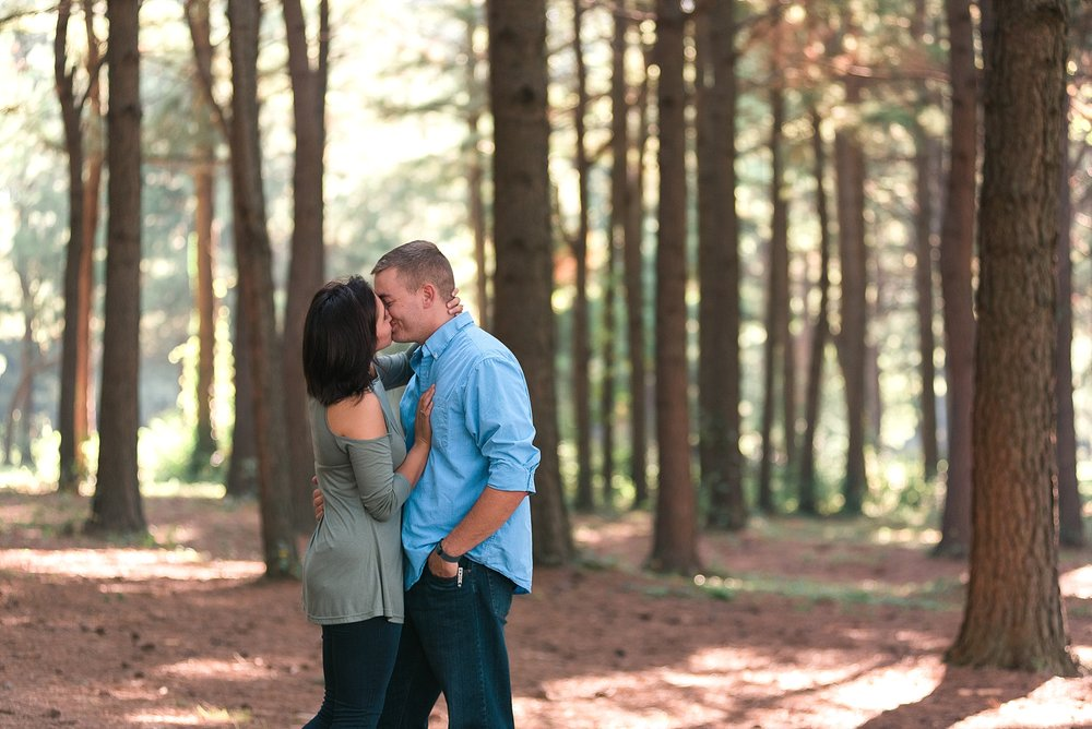 engagement-photos-in-woods