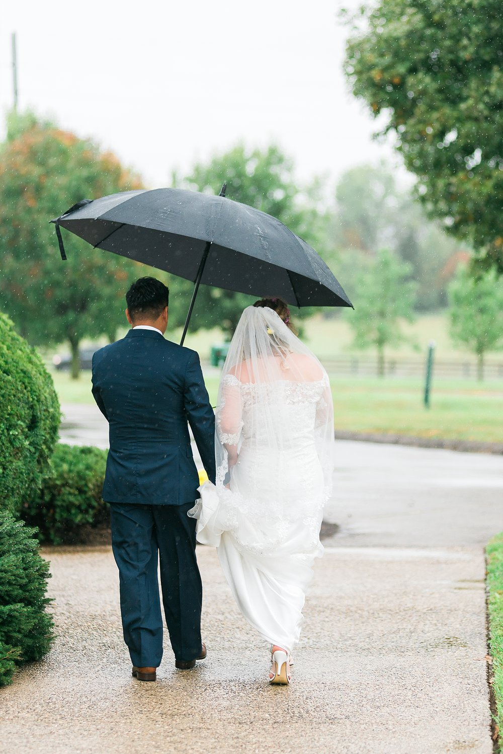 rainy-day-wedding-umbrella