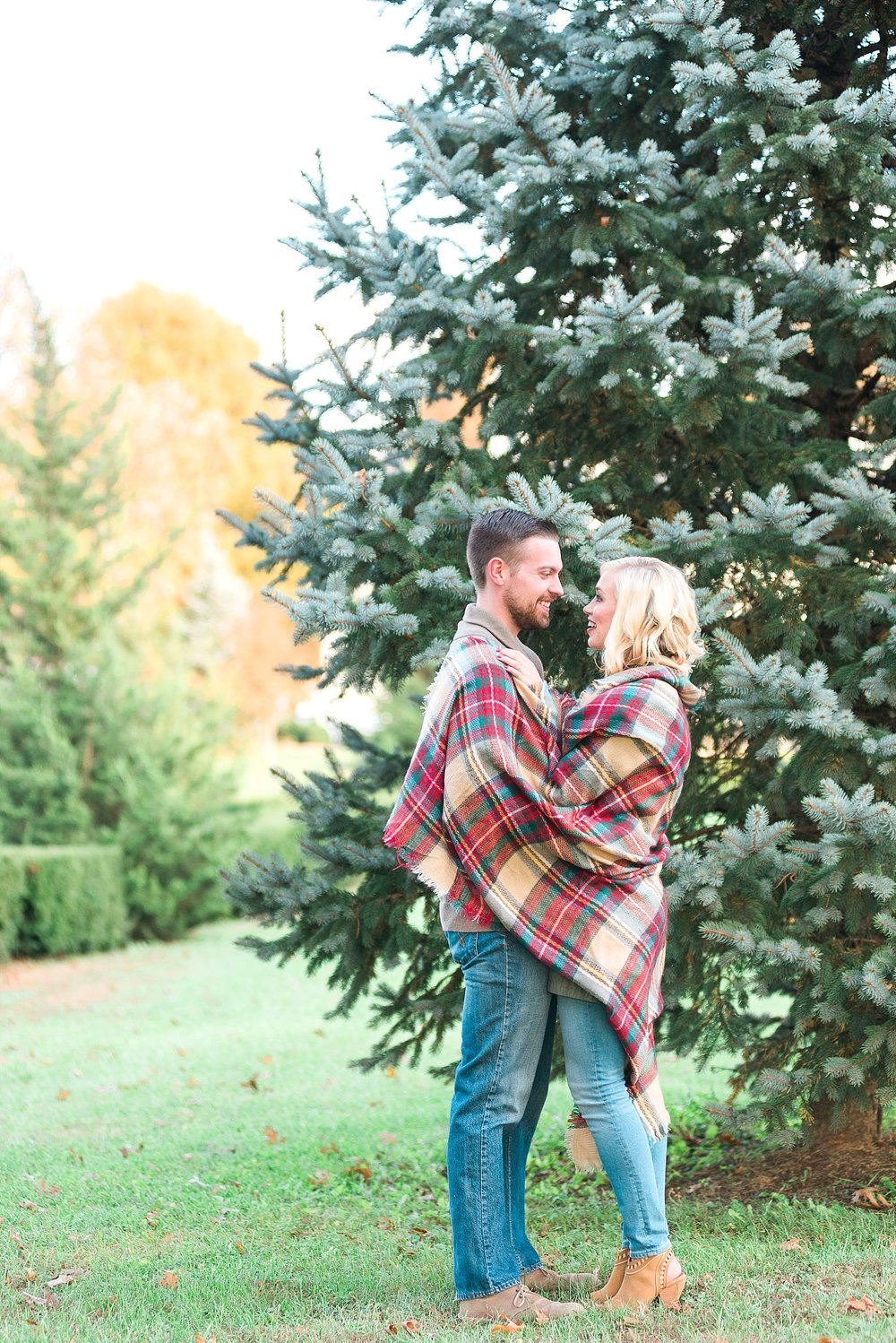christmas-engagement-photos