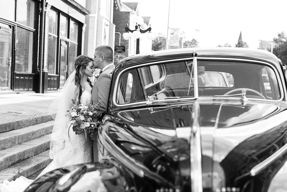 old-fashioned-car-wedding