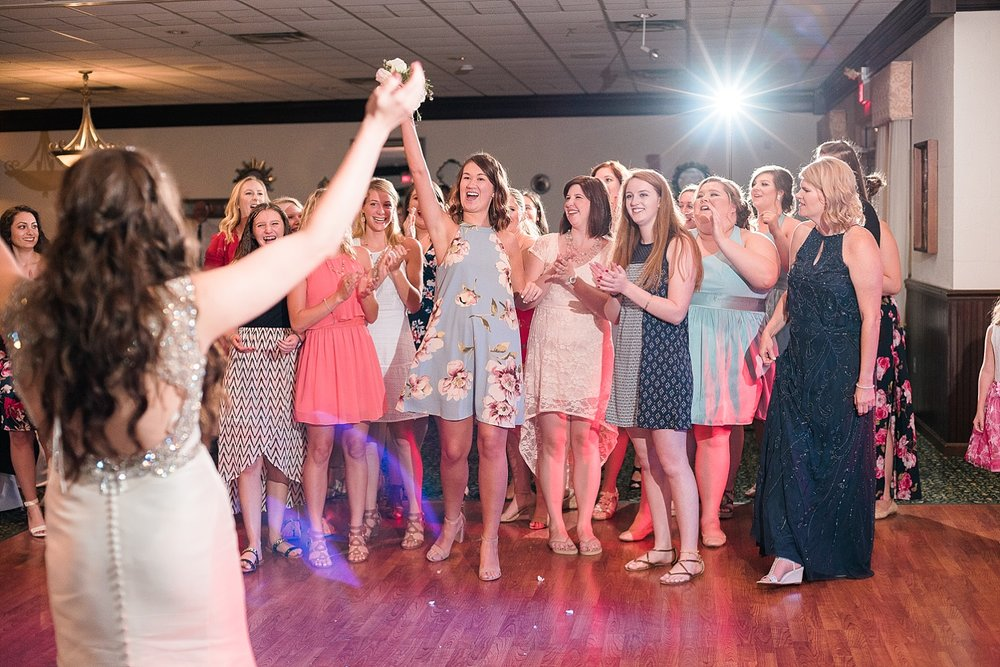 bouquet-toss-reception