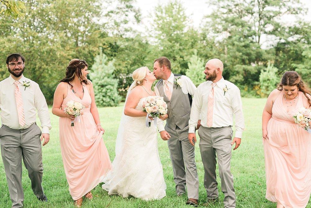 fun-bridal-party-poses