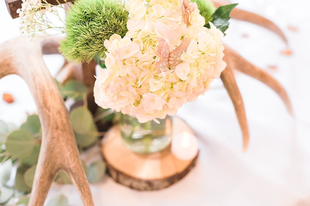 antler-flowers-centerpieces