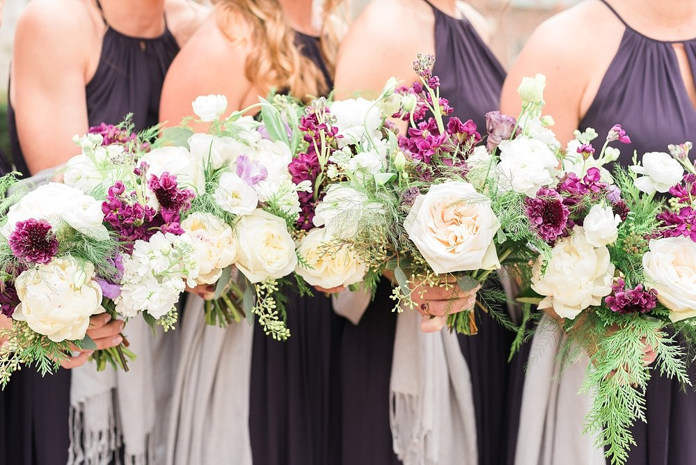 Shelby with White Cat Weddings did such an amazing job on the florals!