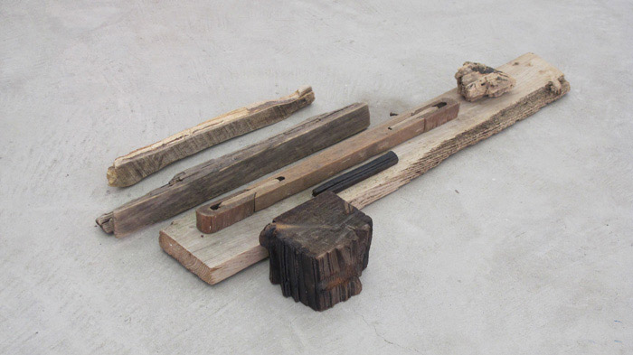 Ryan Foerster,  Feeling good , 2012, found wood, dimensions variable