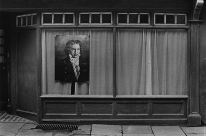 Jane England,  Shop window with Beethoven, Oxford , 1985, silver bromide print from original negative, 5 x7 in