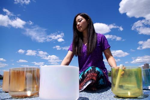 Ayumi-Ueda-singing-bowls-yoga