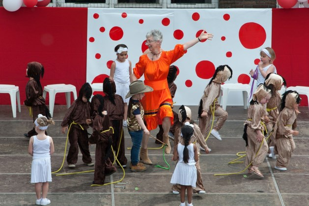 De kleuters en de kinderen van de lagere school toonden tijdens het schoolfeest hun talenten in Circus Mozaïek
