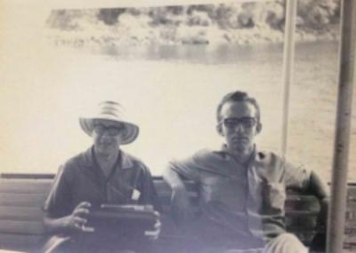 """¿Qué tal mi abuelo Juan con su sombrero pintao? ¡Guapísimo! Ese sombrero lo uso hoy, mi sombrero pintao """"vintage"""". La foto es de 1965."""