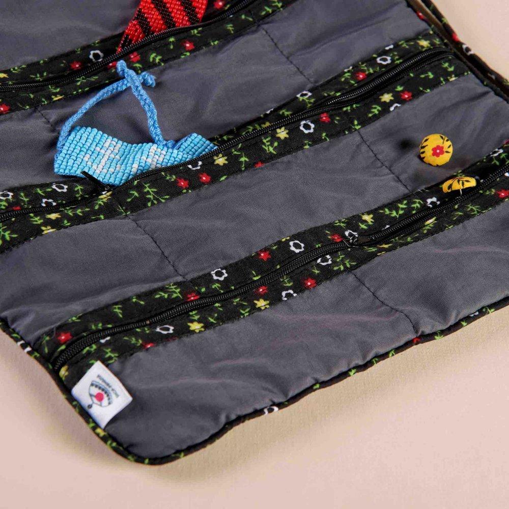 SHOP-PANAMÁ Shopayero Zaraza Negra con producto.jpg
