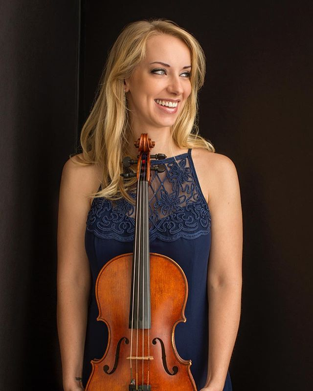 Meet Molly Carr, one of the members of the new MFS Artist Collective. Molly is a fantastic #violist based in NYC. In addition to her busy concert schedule she heads up the amazing Project: Music Heals Us. Check out her profile in the link in the bio 👍