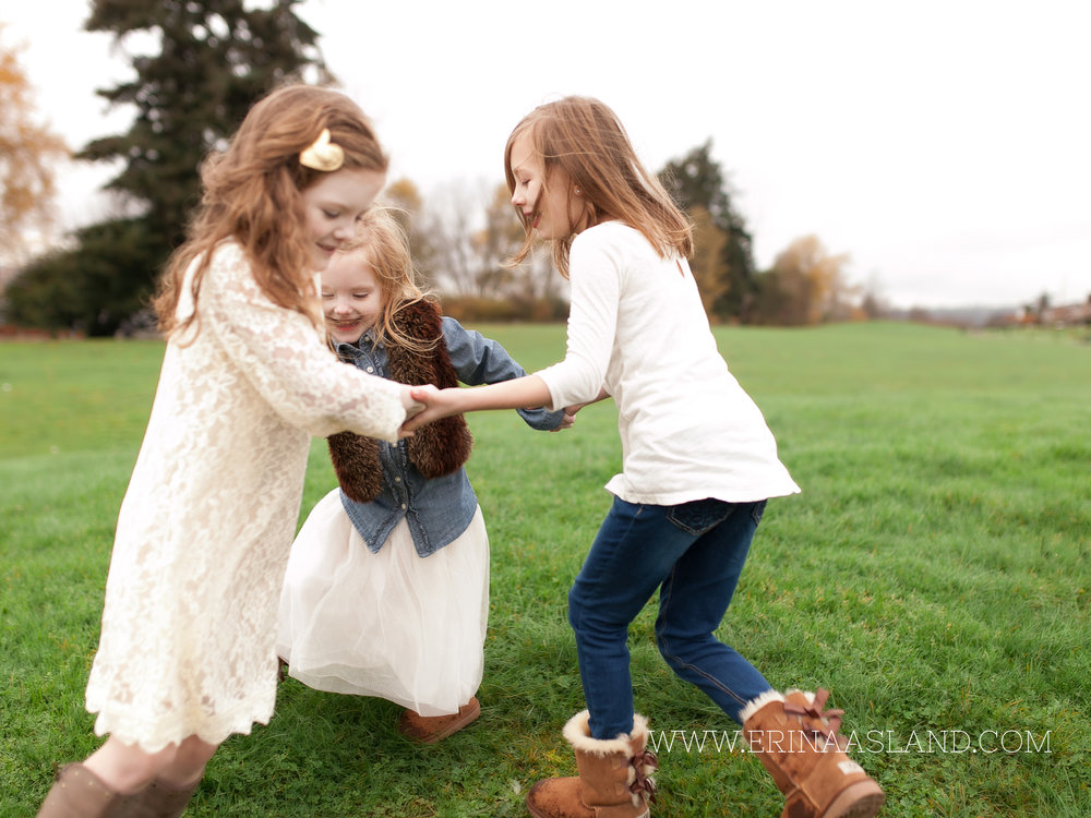 Erin Aasland Snoqualmie Childrens Photographer Sisters Ring Around the Rosey