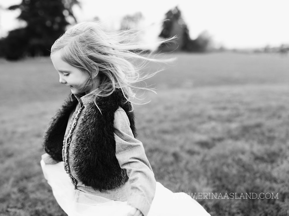 Erin Aasland Snoqualmie Childrens Photographer Portrait Wind Twirl