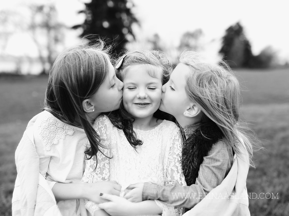 Erin Aasland Snoqualmie Childrens Photographer Cheek Kisses