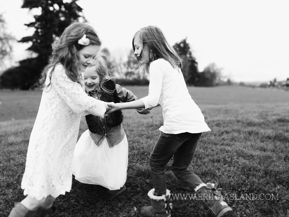 Erin Aasland Snoqualmie Family Photographer Park sisters playing