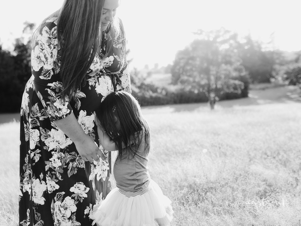 Erin Aasland Snoqualmie Family Photographer mother & child field