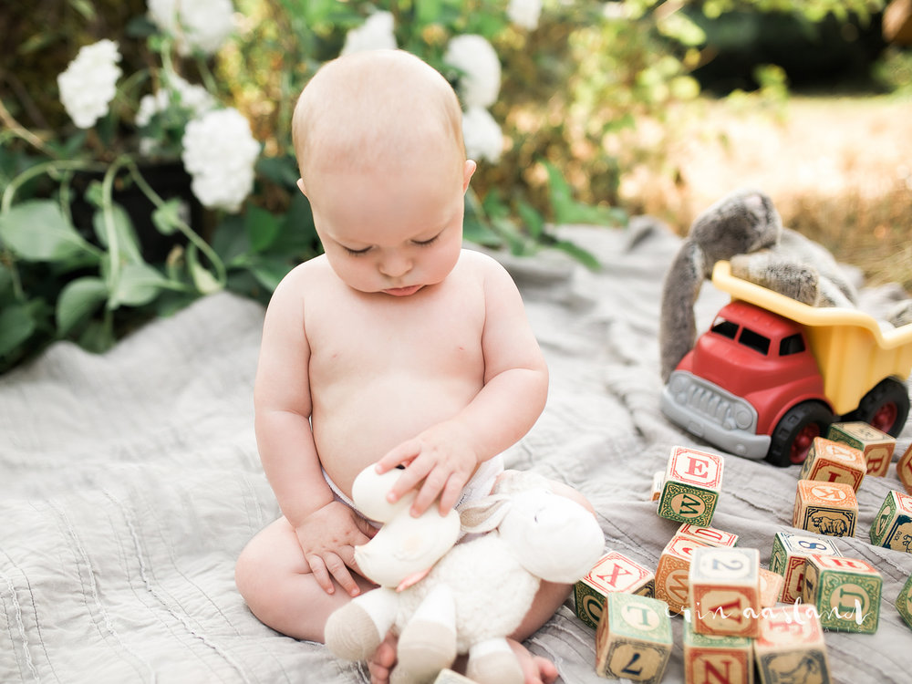 Erin Aasland Snoqualmie Family Photographer 6 mo baby blocks truck playing summer