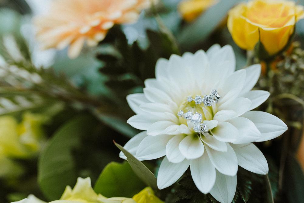 Bridal earrings in flowers yellow white