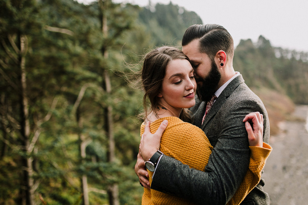 Erin Aasland Elopement Oregon Coast Cliff Embrace