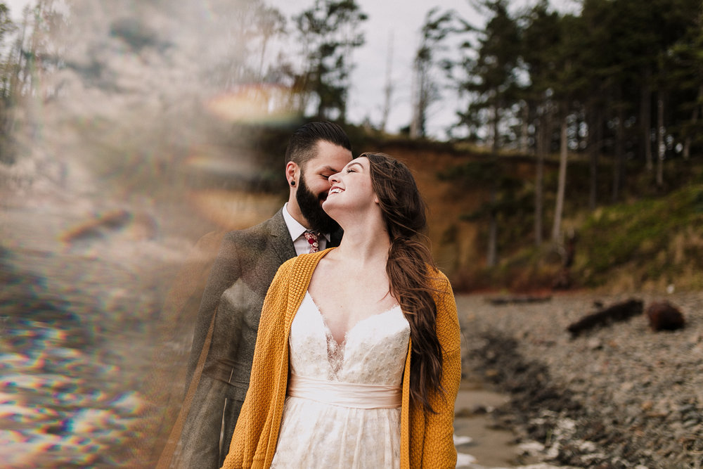 Erin Aasland Elopement Photographer Oregon Coast Prism Cliffs Hug Point