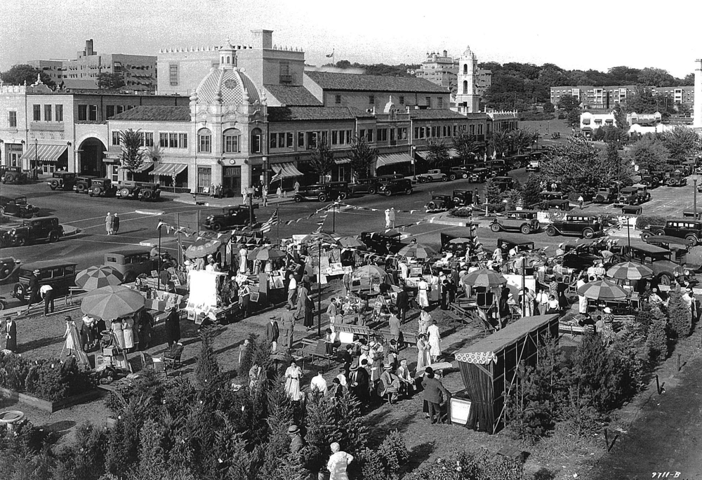The first Plaza Art Fair, 1932