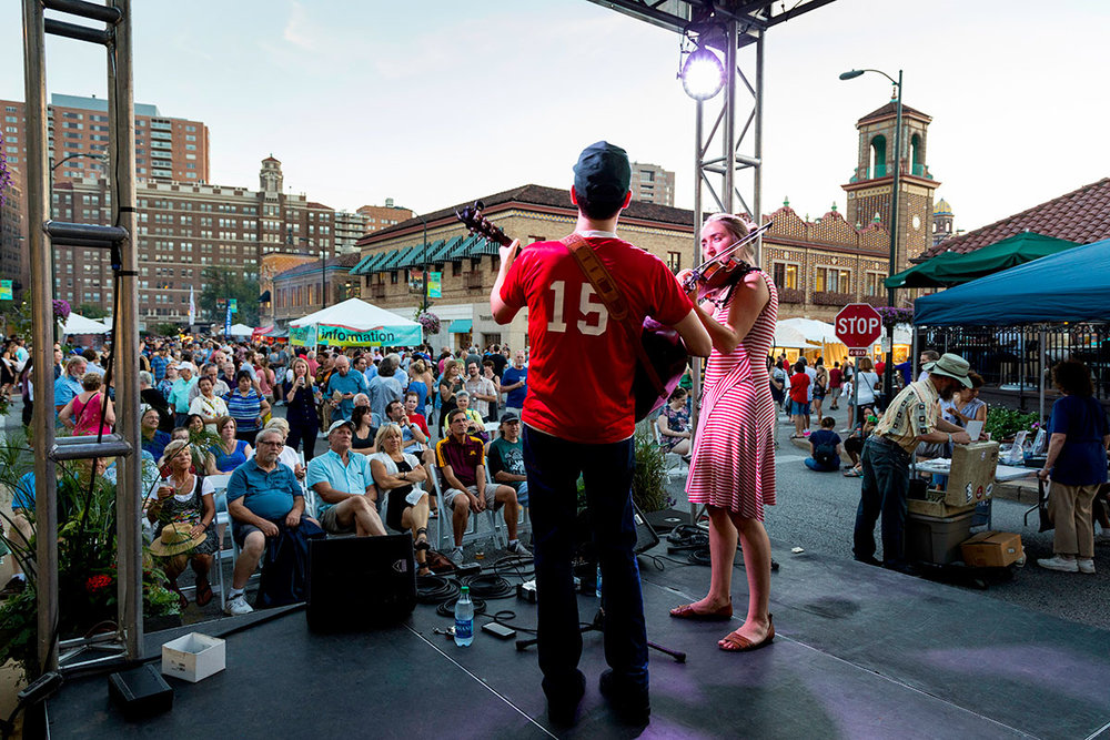 Live Music - Dance the night (and day) away as you hear Kansas City's favorite local musicians playing at the three awesome live music stages found throughout the Plaza Art Fair.