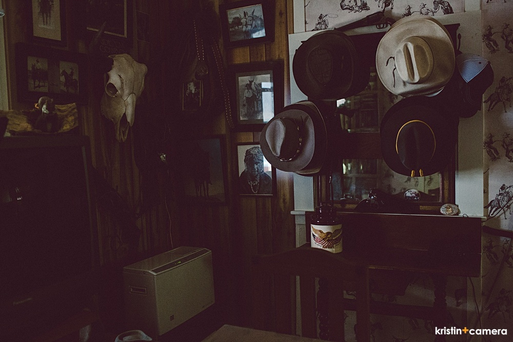 I snapped a few shots of mom's cabin. It's really got a good design vibe going on.