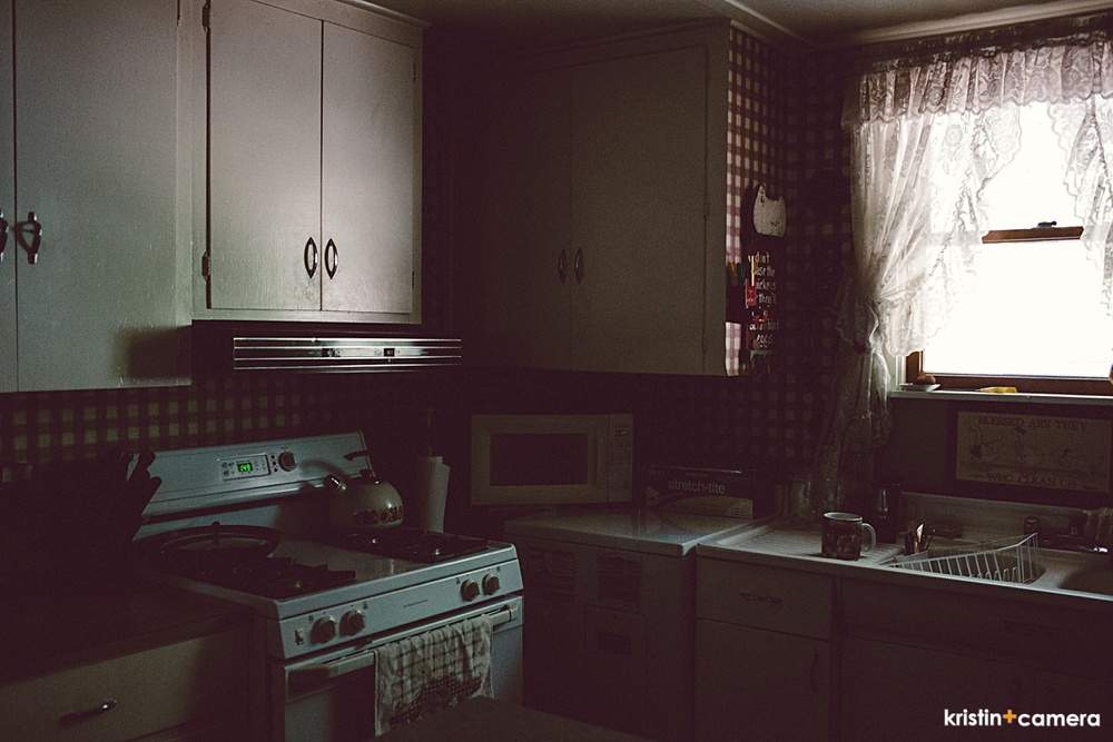 Mom has always had a knack for doing a great kitchen! So cute!