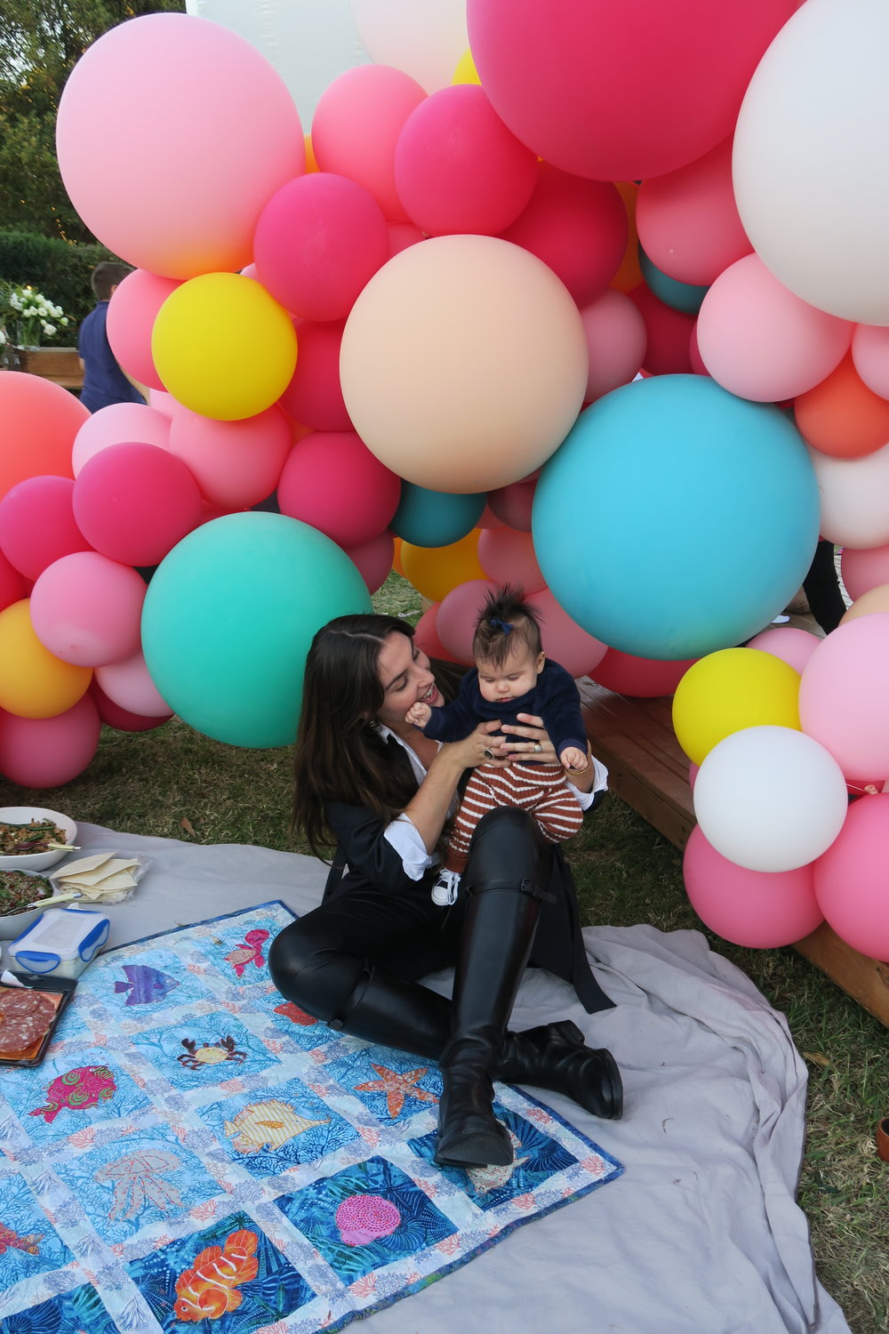 sian redgrave and baby having picnic.JPG