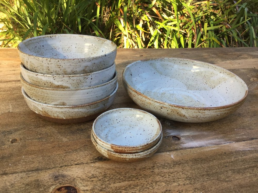 Set of soup/noodle bowls, pinch bowls, and serving bowl.