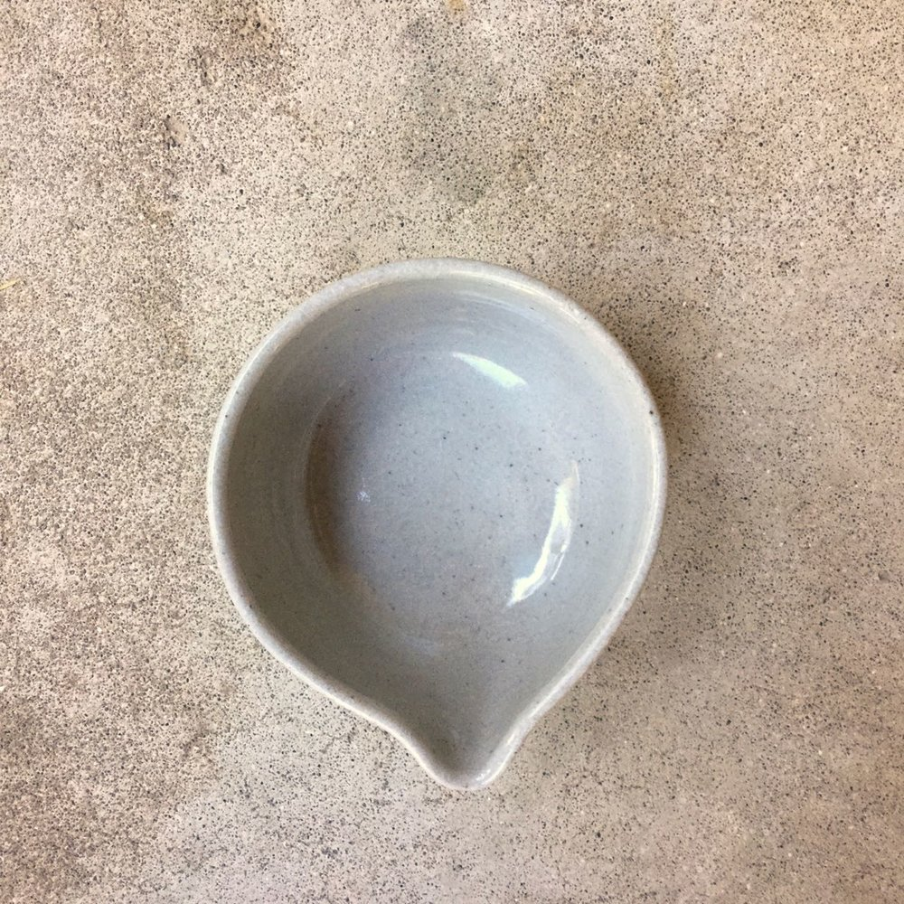 799 Glossy grey spouted bowl top.jpg