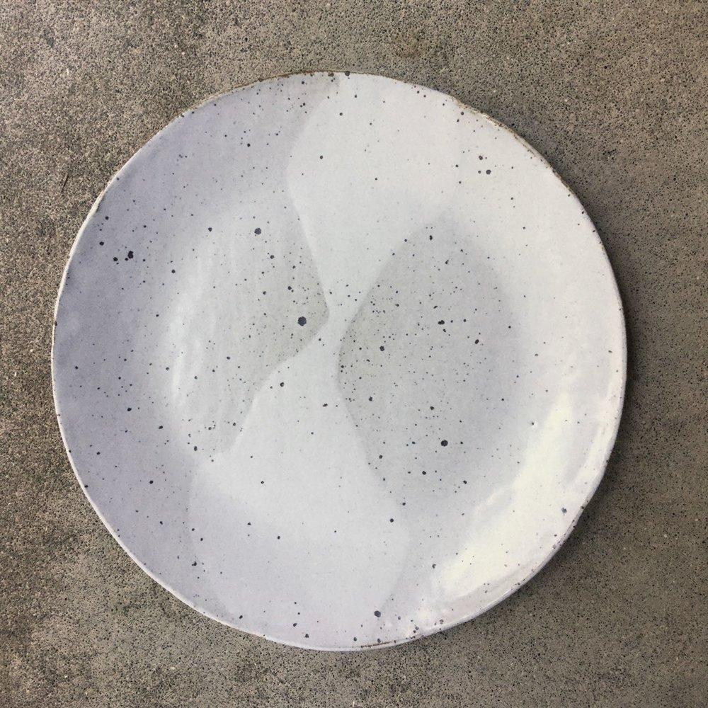 813 Glossy white restaurant plate top.jpg