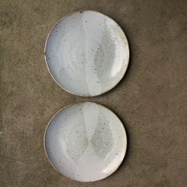 918 Pair glossy white plates top.jpg