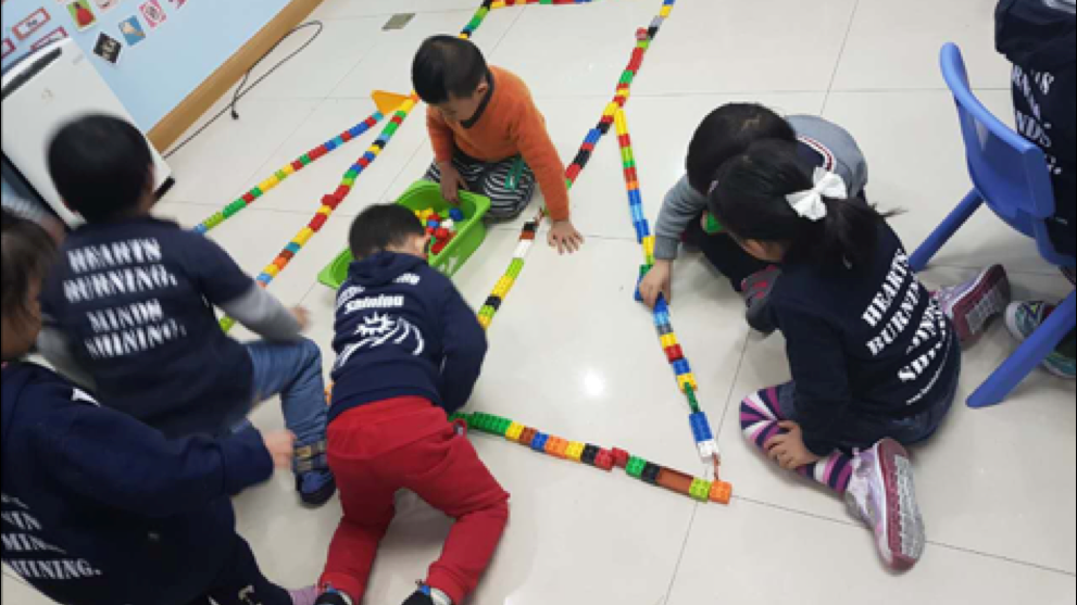 6.  ENGINEERING:     Enhance problem solving and creativity through building, construction, and puzzles.   用建设、改造和拼图加强孩子的问题解决能力和创造力。