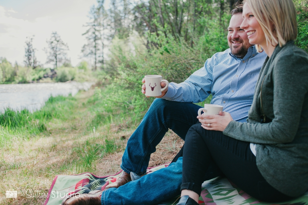 Bend, Oregon Lifestyle Wedding Photographer -  The Suitcase Studio - Engagement Photos at Big Eddy - Picnic with coffee