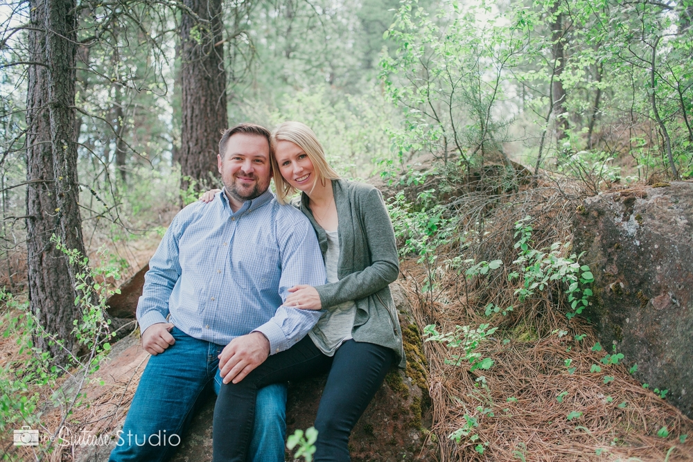 Bend, Oregon Lifestyle Wedding Photographer -  The Suitcase Studio - Engagement Photos at Big Eddy - Picnic in Deschutes Forest