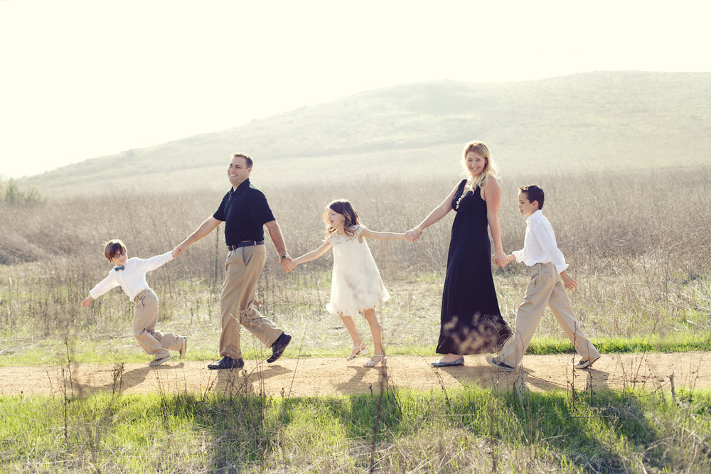 the suitcase studio - fun family photo sessions in Orange County, California