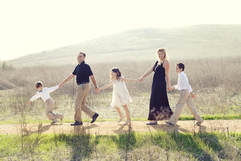 the suitcase studio - fun family photo sessions in Orange County, California