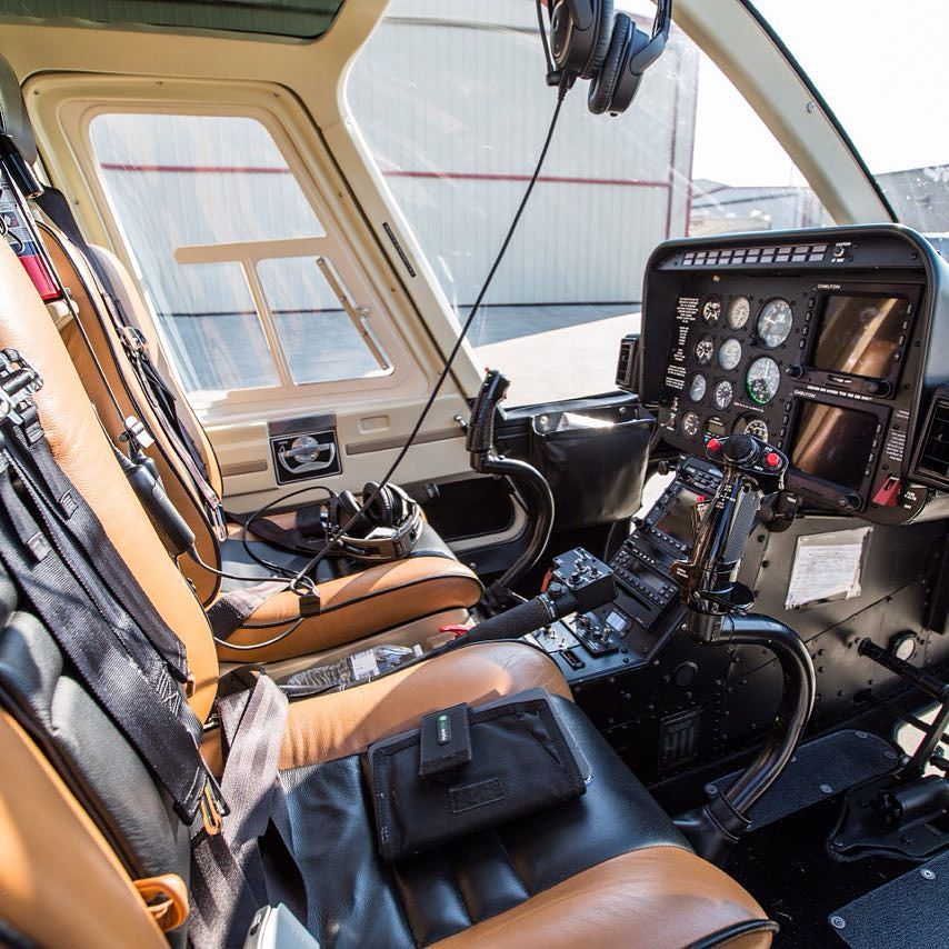 Inside_the_office_of_a_Professional_Helicopter_Piolt.__flyphs.jpg