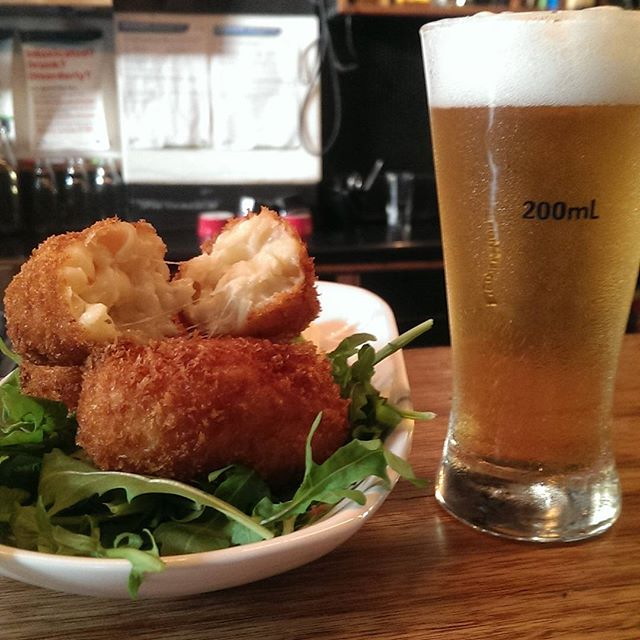 Strewth that's a Mac n Cheese Croquette accompanied by one good looking beer. #mrwilkinsonbar #croquette