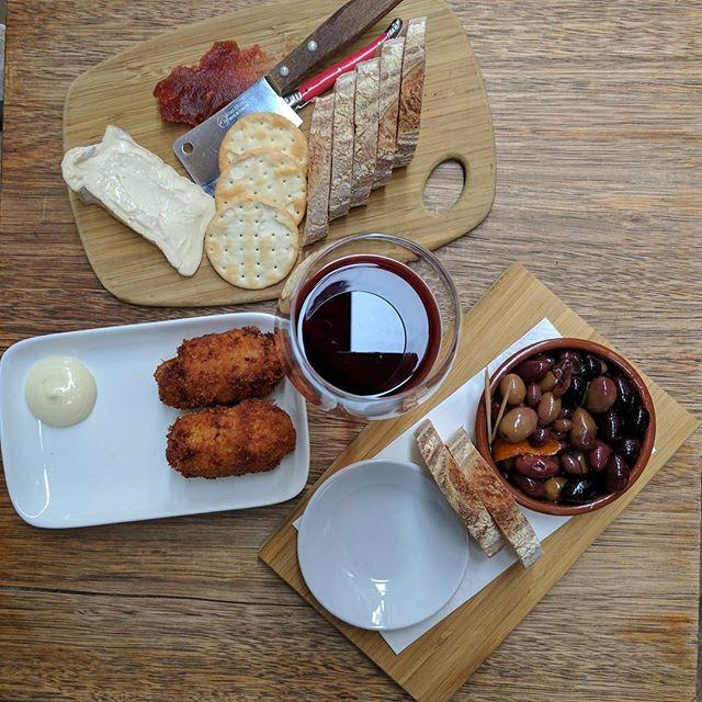Goodbye daylight savings, hello red wine! #daffinois #croquettes #mtzeroolives #pinotnoir