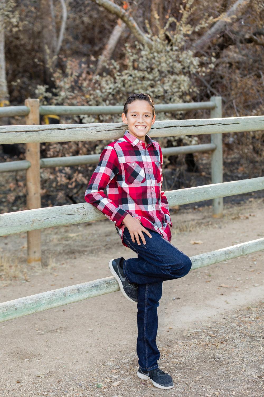 Christmas kid portraits irvine regional park.jpg