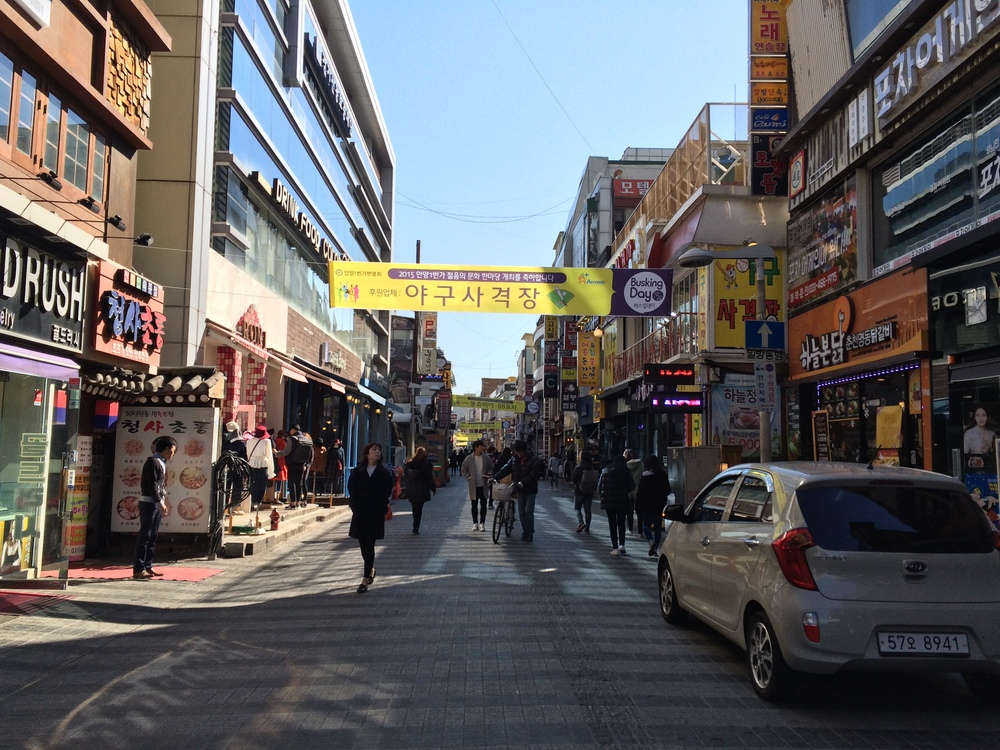 We visited Anyang, a city just a few subway stops away from Gwangmyeong. This is one of the places where we went underground shopping.