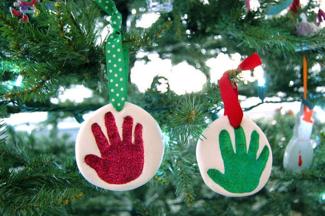 Easy mess free baby handprint ornament jen geigley i was worried that los ornament may not stand the test of time but it still looks perfect im semi careful and dont let the kids play with these solutioingenieria Images