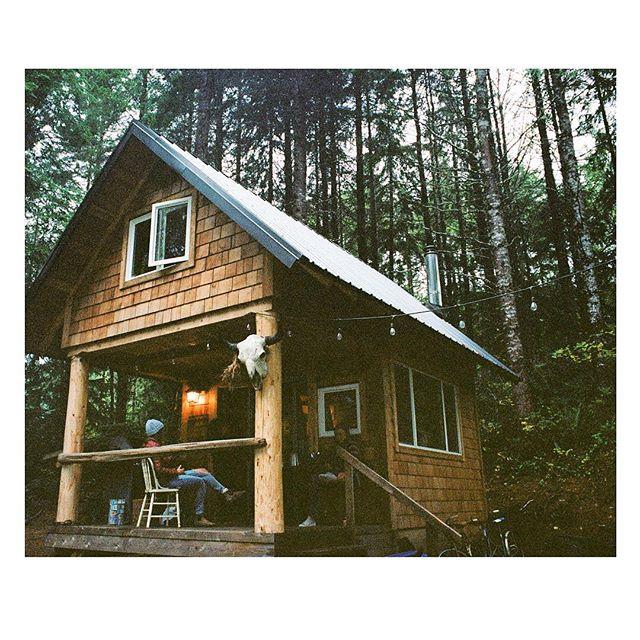 Take me back to this cabin in the woods . . . . . . #35mm #vancouverislandlife #shootfilm #explorebc #alwaysgo #sheexplores #besiders #anotherescape #alwaysgo #lesothers #westcoast