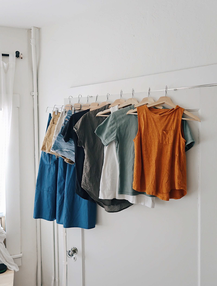 10 pieces 10 outfits, 10 items 10 ways summer, summer outfits, nursing friendly outfits, summer capsule wardrobe