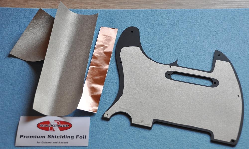 Das Pickguard wurde mit selbstklebender, leitender Folie abgeschirmt.