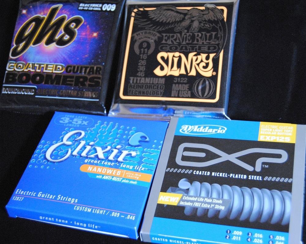 Verschiedene beschichtete E-Gitarren-Saiten von GHS, Ernie Ball, Elixir und D'Addario