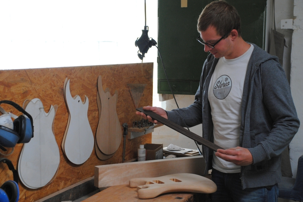 Bastian bei der Arbeit in seiner Werkstatt